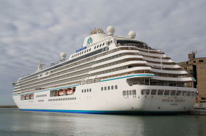 800px-Crystal_Serenity_02