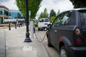 800px-Electric_Vehicle_Charging_Station (1)