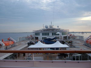 800px-Carnival_Sensation_verandah_deck