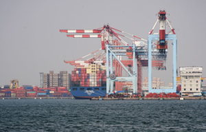 800px-Shipping-container_Kaohsiung_Harbour