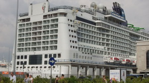 11 800px-Norwegian_Epic_-_Port_of_Naples_-_June_2011