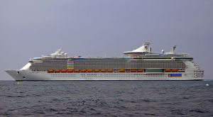 800px-Freedom_of_the_Seas_(ship,_2007)_001