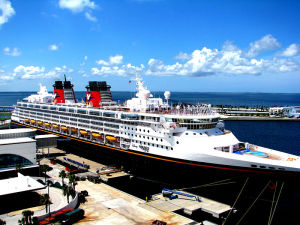 800px-DCL_Disney_Wonder_at_Port_Canveral