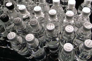 800px-Sparkling-bottled-water