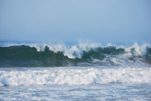 800px-wave_breaking_at_misquamicut_beach_ri